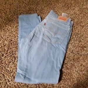 Like new! Levis skinny jeans